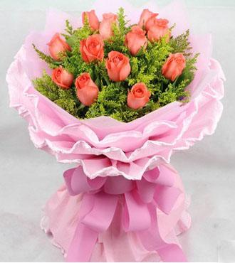 包装:        内衬粉色棉纸,外围粉色卷边纸三层圆形包装,粉色蝴蝶